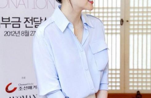 Lee Young Ae trẻ trung ở tuổi u40 với áo dạ đẹp 2017