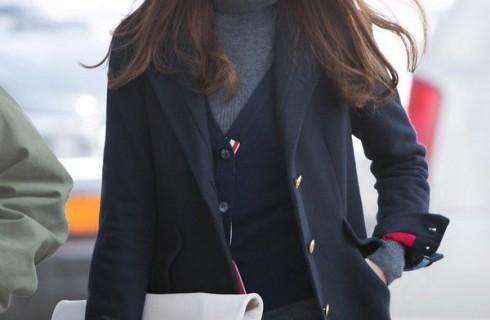 Những mẫu áo khoác dạ nữ đẹp được idol xứ Hàn ưa chuộng