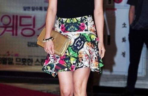 5 mẫu váy mùa hè tuổi trung niên mặc đi đâu cũng đẹp