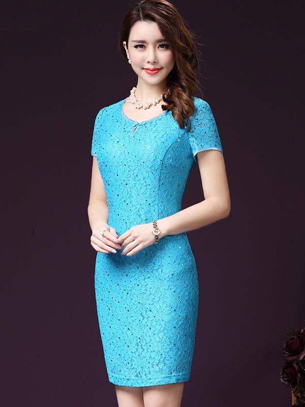 Thiết kế váy đầm cao cấp tuổi trung niên mang đến cho các quý cô style chất lừ, bất chấp tuổi tác.