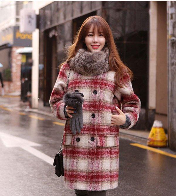 Kiểu áo khoác dạ nữ họa tiết caro dáng suông mang đến cảm giác thoải mái