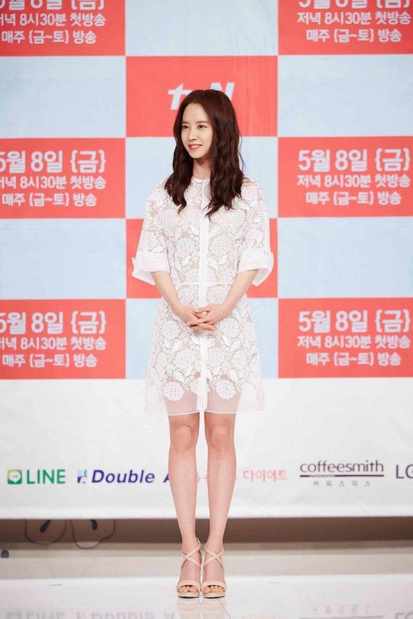 Mẫu váy trung niên 2017 của Song Ji Hyo trẻ trung bất chấp thời gian và tuổi tác