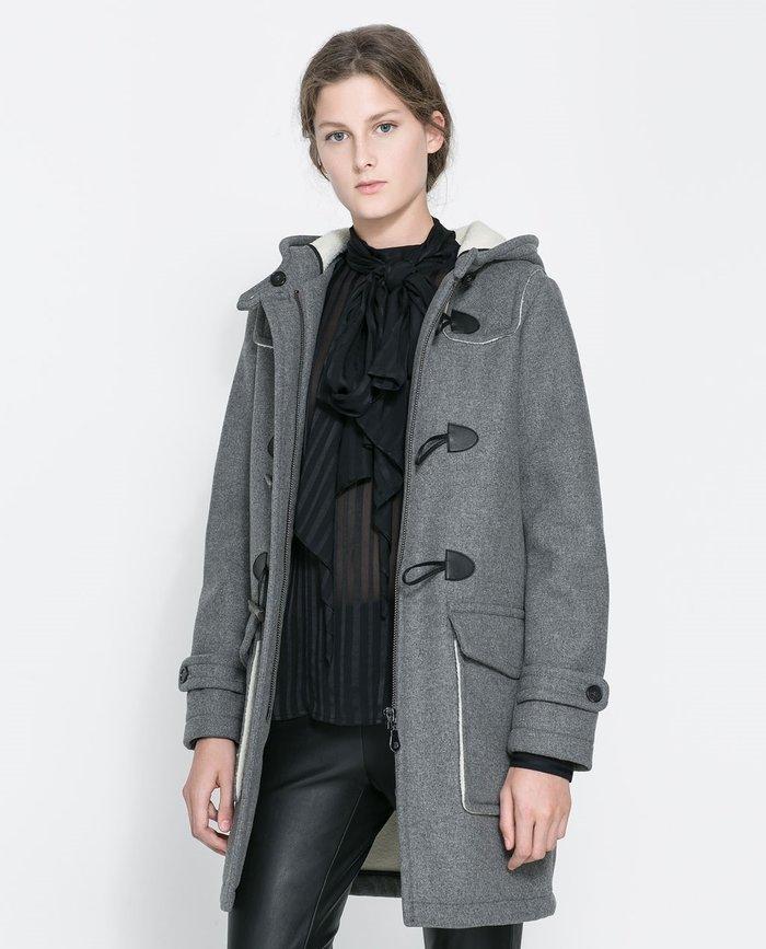 Chiếc áo khoác dạ nữ khuy gỗ gam màu xám giúp tôn da hiệu quả